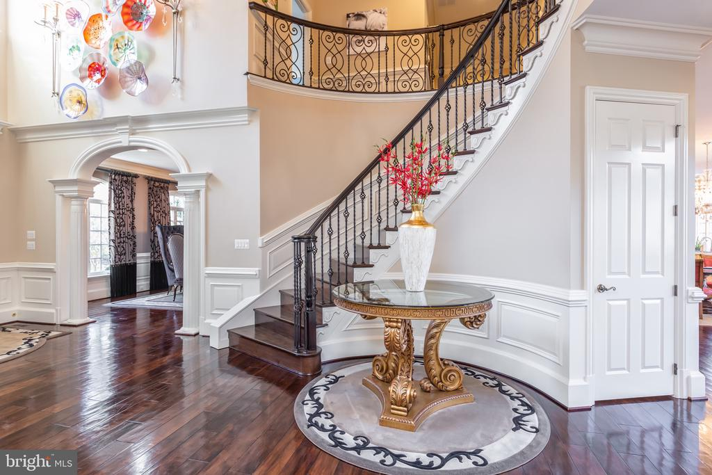 Entryway - 8548-A GEORGETOWN PIKE, MCLEAN