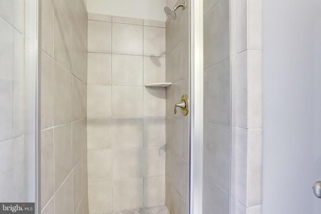 First Level Shower - 1106 S EDGEWOOD ST, ARLINGTON