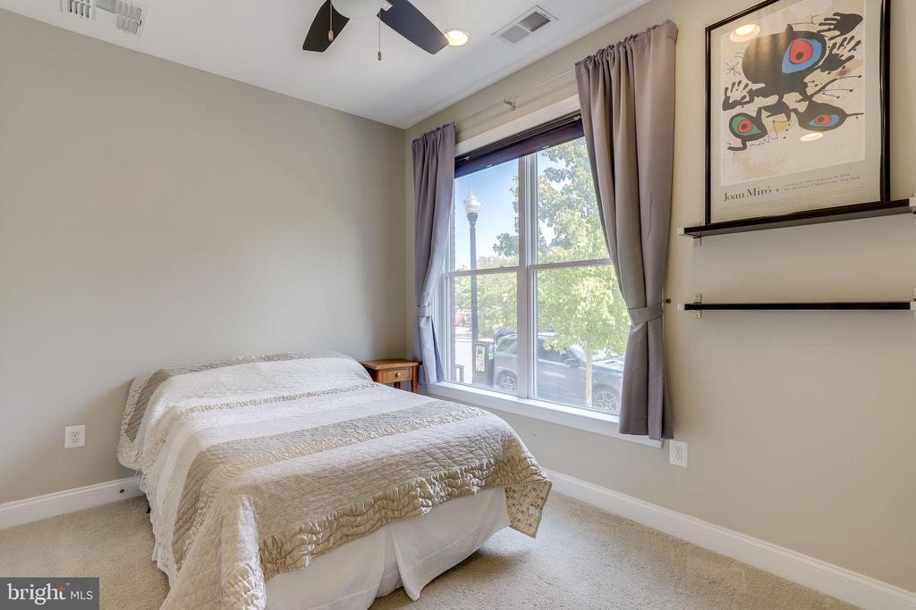 First Level Bedroom Suite - 1106 S EDGEWOOD ST, ARLINGTON