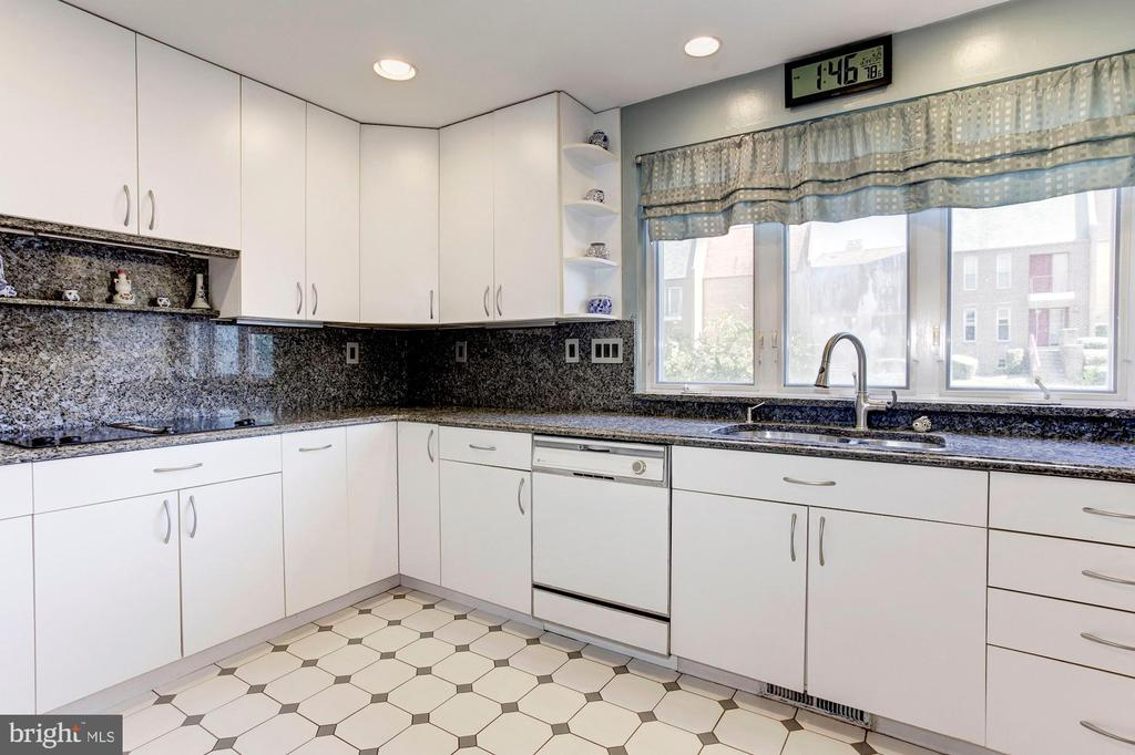 Kitchen - Granite Counter Tops! - 1706 TYVALE CT, VIENNA