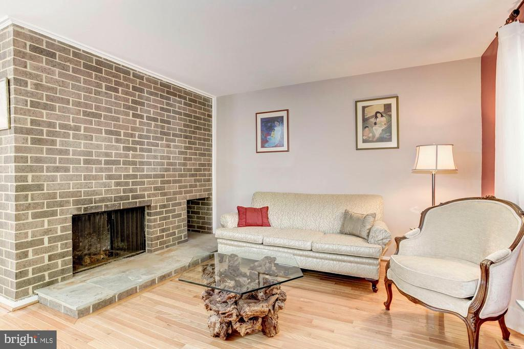 Brick Wood Burning Fireplace is Focal Point! - 1706 TYVALE CT, VIENNA