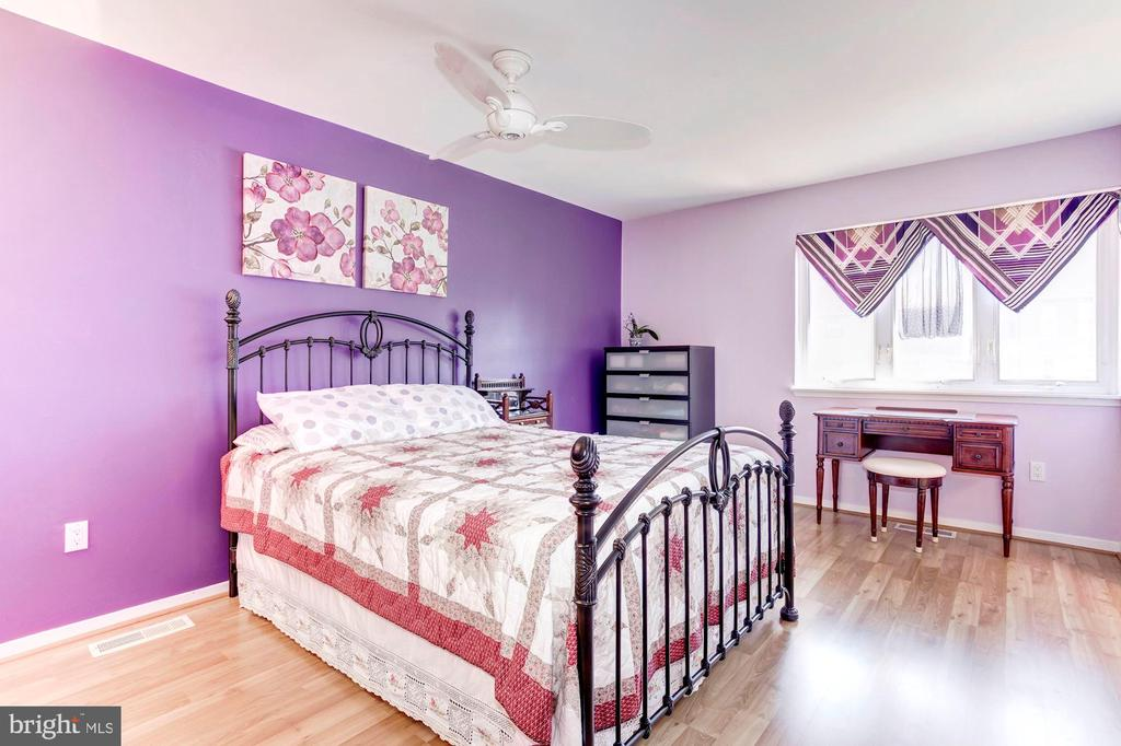 Master Bedroom -Gleaming Floors & Ceiling Fan - 1706 TYVALE CT, VIENNA