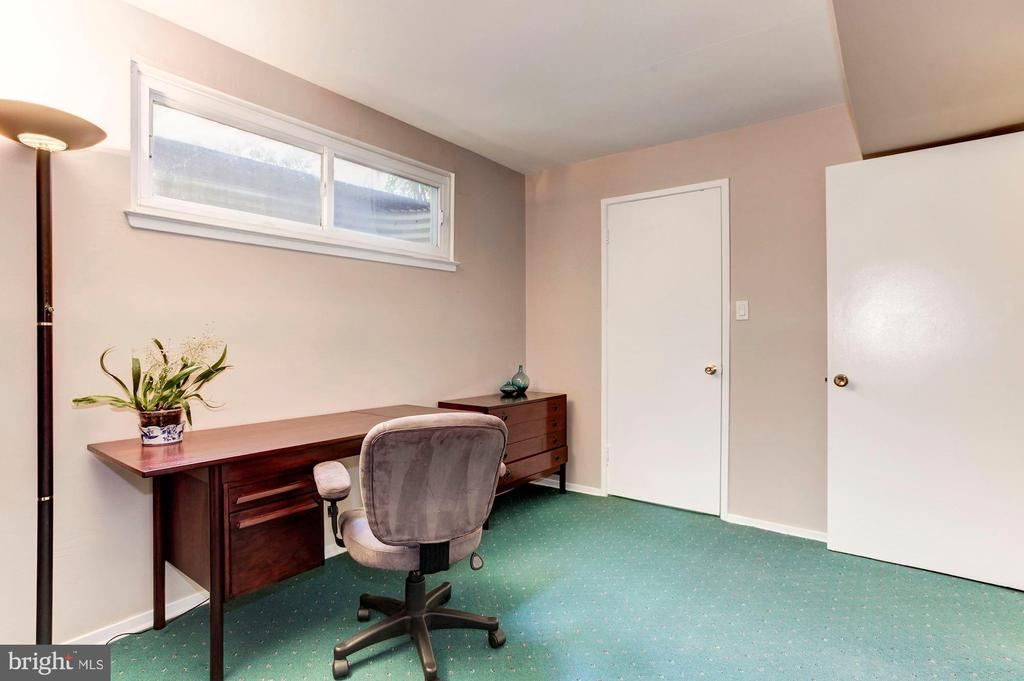 Bedroom #4 - Use as a Guest Room or Home Office! - 1706 TYVALE CT, VIENNA