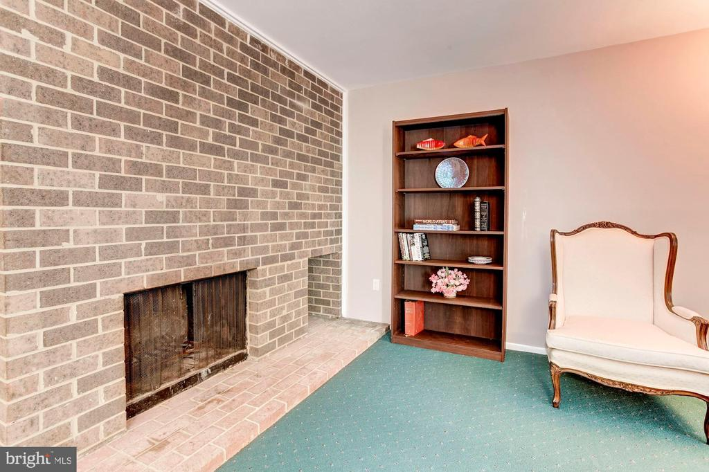 Charming, Cozy, Wood Burning Fireplace! - 1706 TYVALE CT, VIENNA