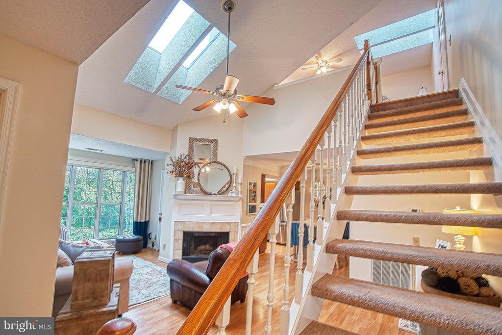 Open Staircase Leads to Spacious Loft - 12004 GOLF RIDGE CT #302, FAIRFAX