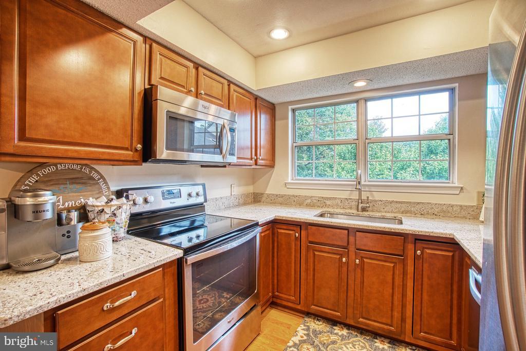 Updated Kitchen with Gorgeous Granite Countertops - 12004 GOLF RIDGE CT #302, FAIRFAX