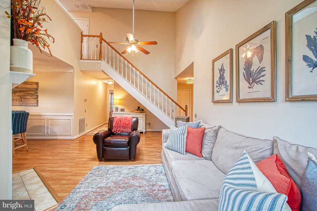 Open Floor Plan - Perfect for Family Gatherings - 12004 GOLF RIDGE CT #302, FAIRFAX