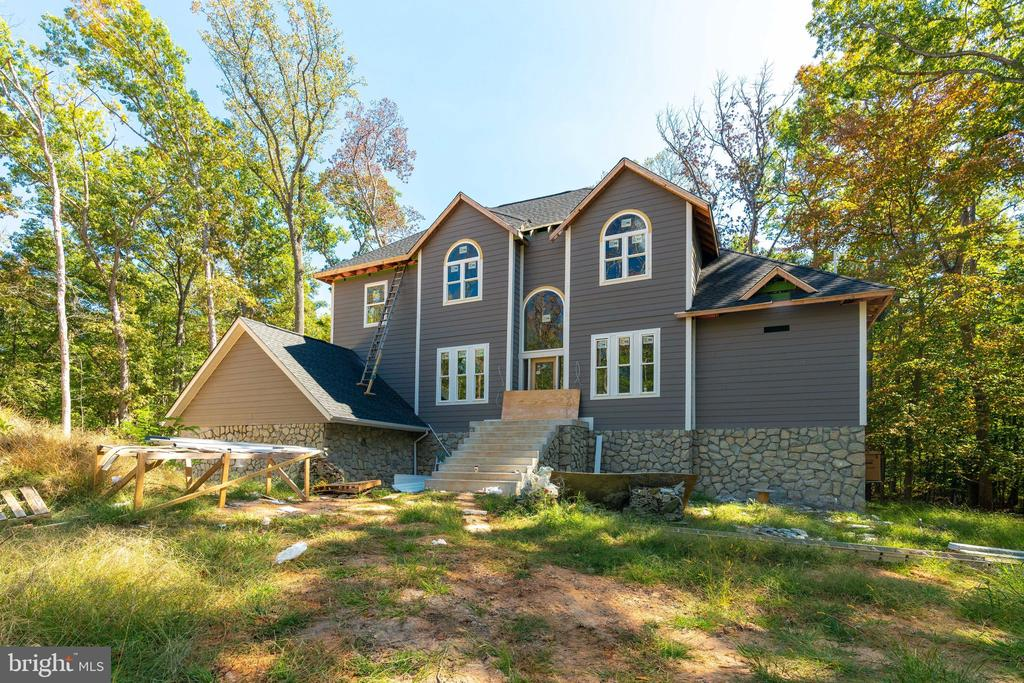 One of a kind beauty with main-level Master - 6040 BARBERRY TRL, LORTON