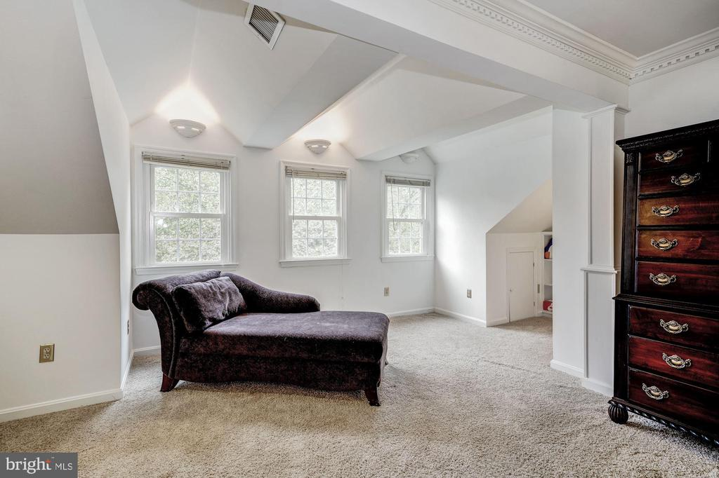 Sitting Alcove in Master Bedroom - 1440 ROSEWOOD HILL DR, VIENNA