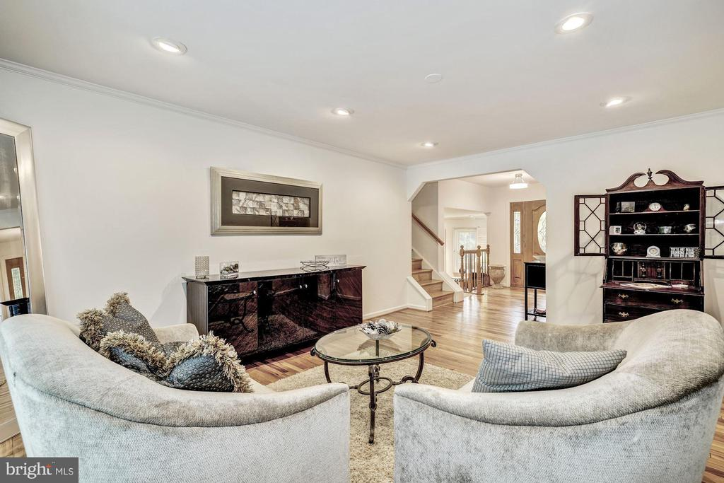 Formal Living Room - 1440 ROSEWOOD HILL DR, VIENNA