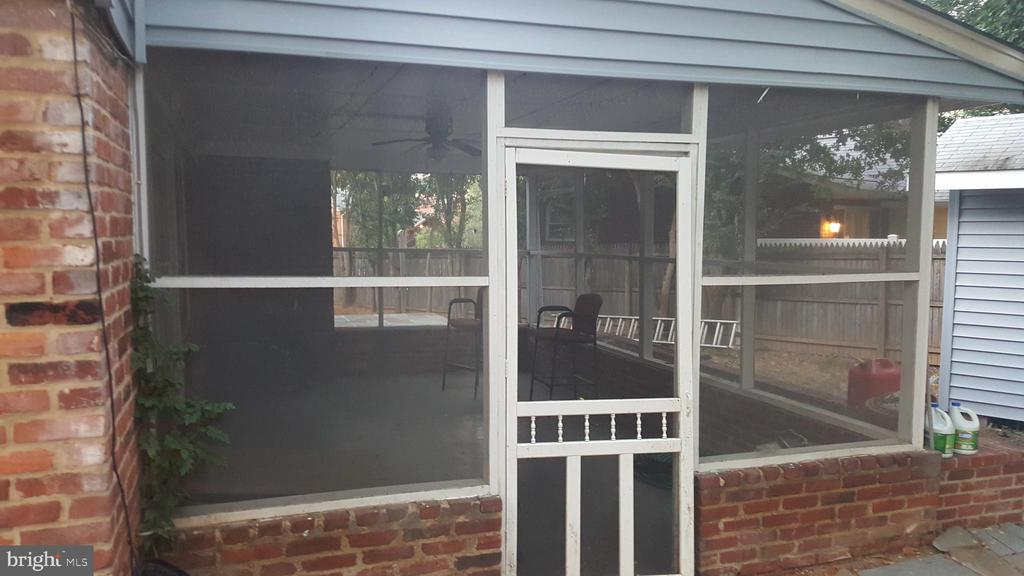 Covered patio connected to lower level family room - 6216 STONEHAM RD, BETHESDA