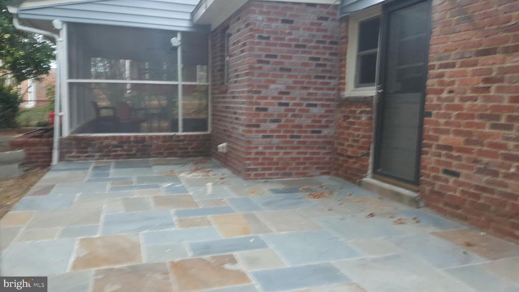 Raised flagstone patio - 6216 STONEHAM RD, BETHESDA