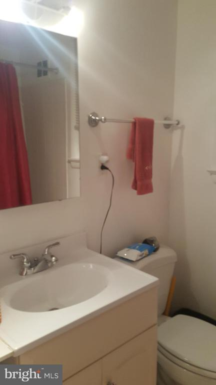 Second floor full bath - 6216 STONEHAM RD, BETHESDA
