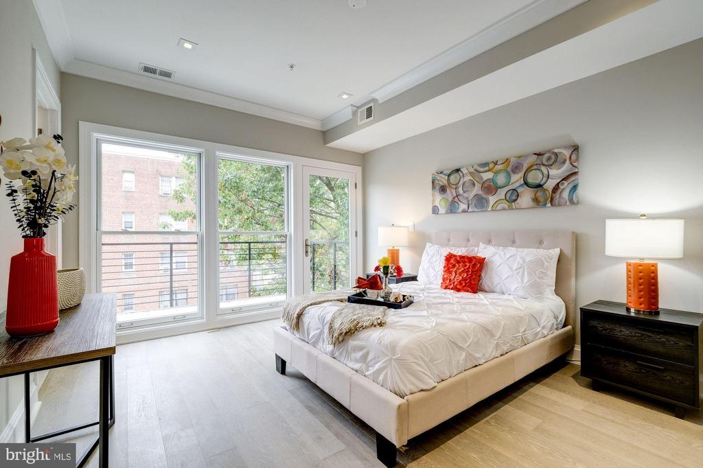 Main floor master bedroom - 2560 UNIVERSITY PL NW #PH, WASHINGTON