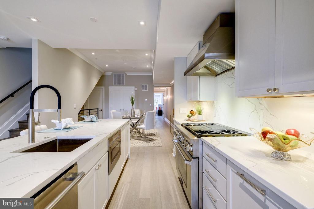 View of kitchen - 2560 UNIVERSITY PL NW #PH, WASHINGTON