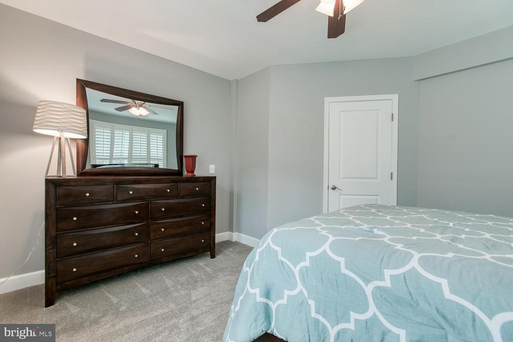 Entry-level bedroom! - 122 QUIETWALK LN, HERNDON