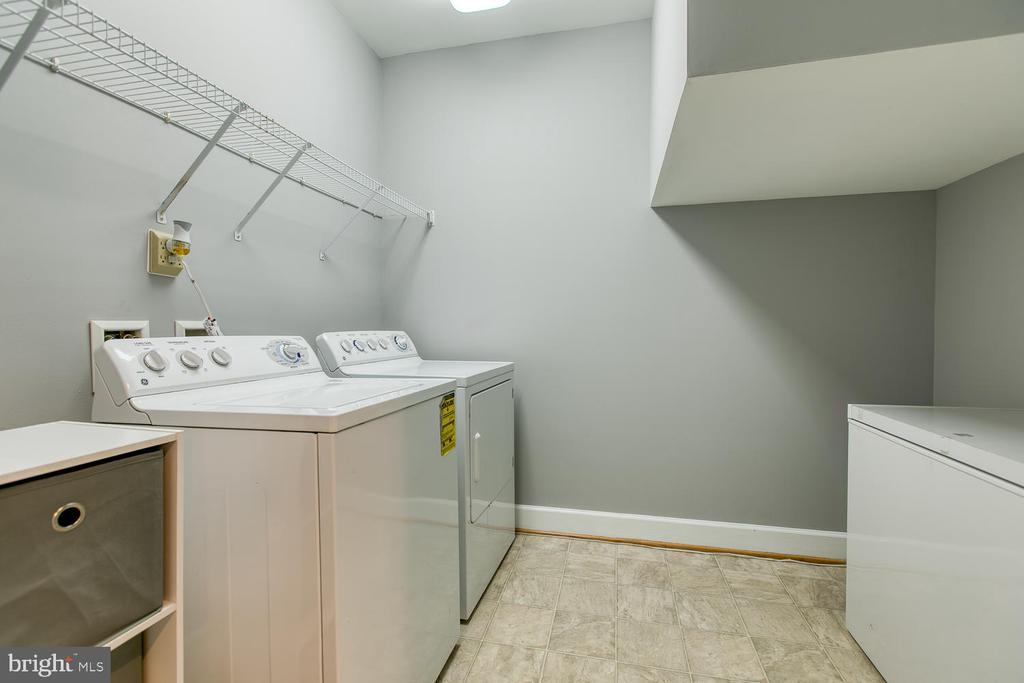 Entry-level laundry - 122 QUIETWALK LN, HERNDON