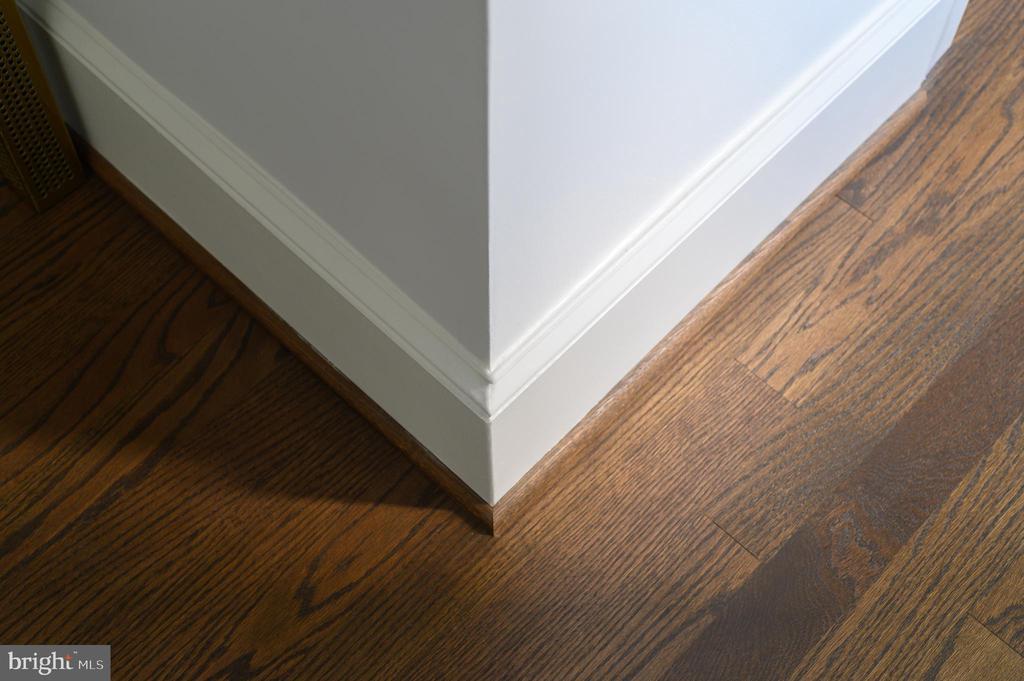 Sand-in-place hardwood flooring and custom molding - 418 7 ST SE #101, WASHINGTON