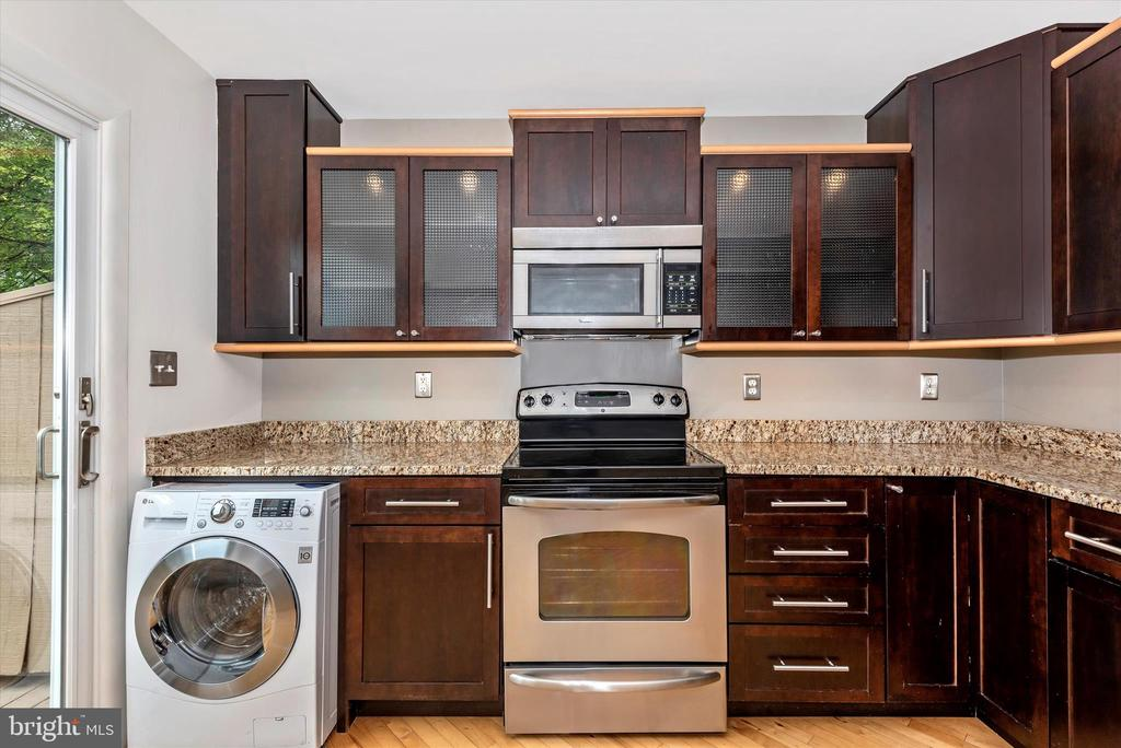 All-in-One washer/dryer tucked under counter! - 820 MEWS LN, FREDERICK