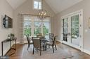 French doors walkout to deck - 900 GLYNDON ST SE, VIENNA