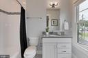 Bedroom 4 bath with tub/shower - 900 GLYNDON ST SE, VIENNA