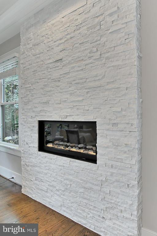 Accent lighting in firebox is remote controlled - 900 GLYNDON ST SE, VIENNA