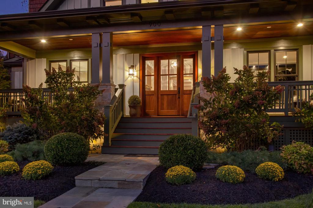 Twilight view of front porch - 900 GLYNDON ST SE, VIENNA