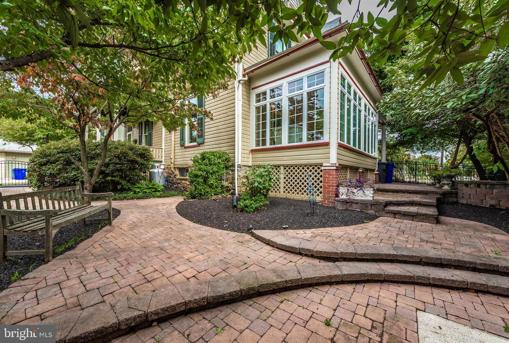 Gorgeous Paver Patio and Walkways - 216 E MAIN ST, MIDDLETOWN