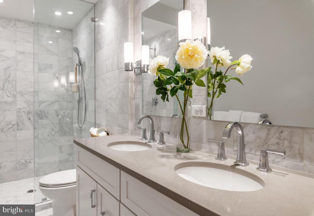 Master Bath - 418 7 ST SE #101, WASHINGTON