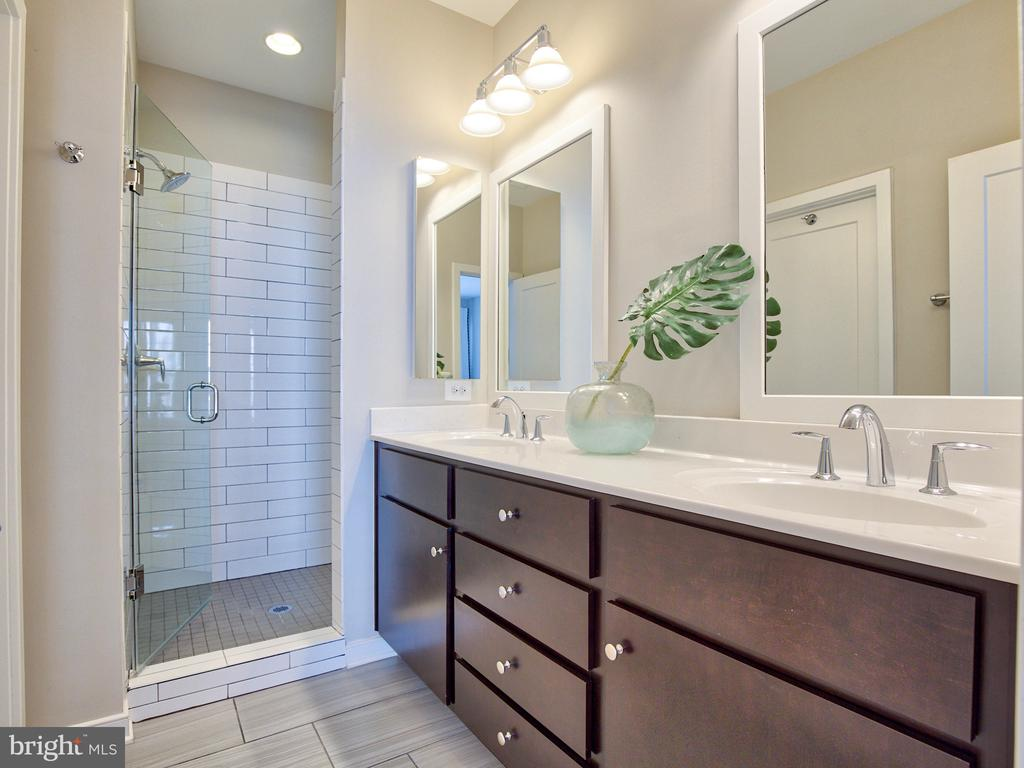 Master Bath with double vanity and step in shower - 240 BLUEMONT BRANCH TER SE, LEESBURG