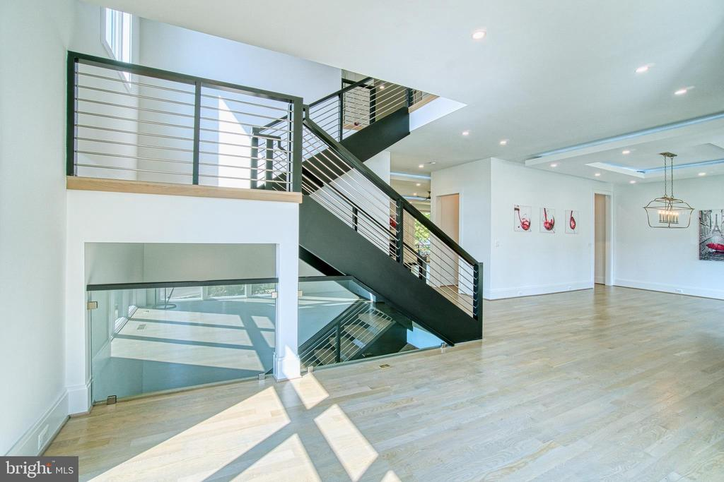 Custom Built Contemporary Floating Staircase - 4531 40TH ST N, ARLINGTON