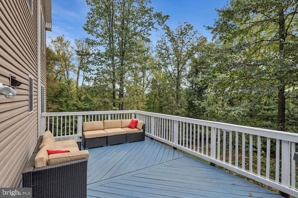 Delightful Deck Overlooks Large Rear Yard - 41743 STUMPTOWN RD, LEESBURG