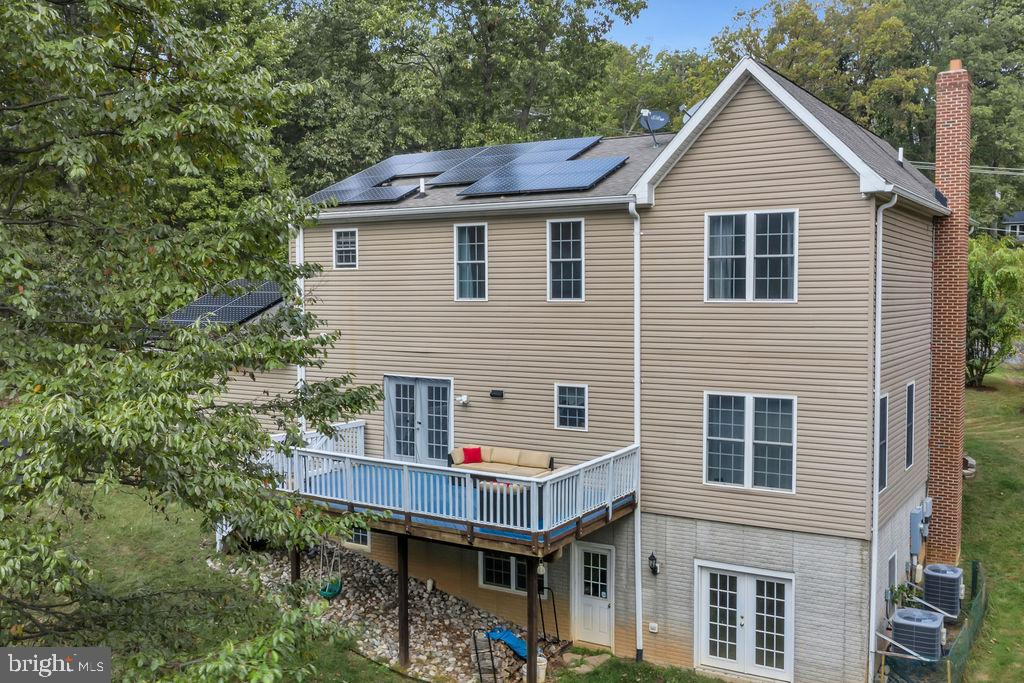 Incredible Newer Solar Panels for the Eco-friendly - 41743 STUMPTOWN RD, LEESBURG