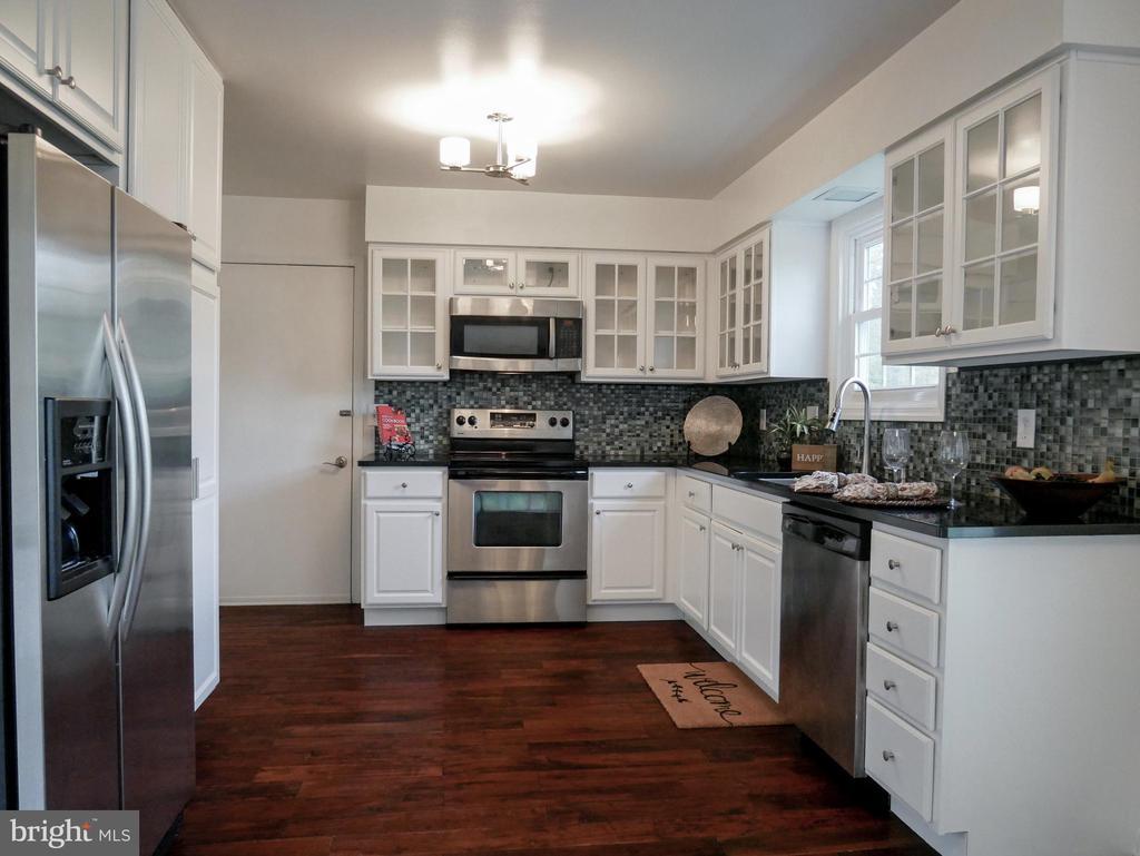 Kitchen - 604 POPLARWOOD PL, GAITHERSBURG