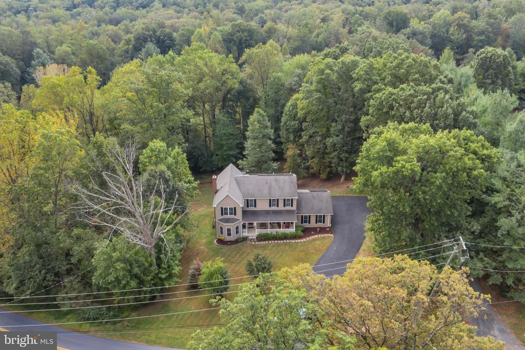 Peaceful and Serene Setting on Over 1 Acre - 41743 STUMPTOWN RD, LEESBURG