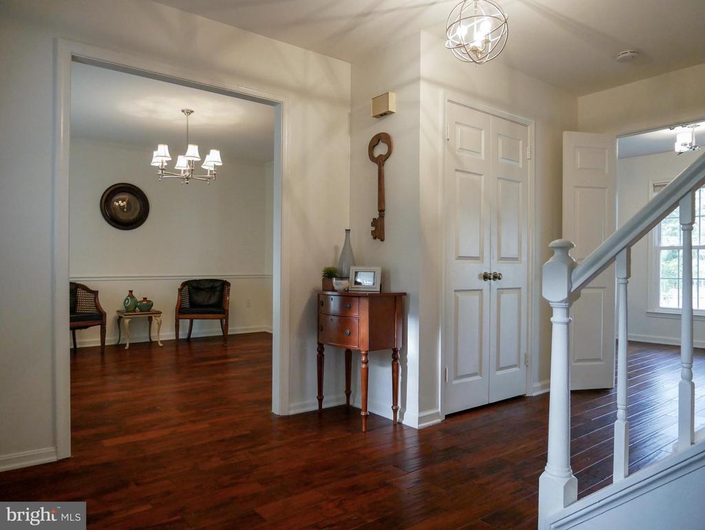 Living Room - 604 POPLARWOOD PL, GAITHERSBURG