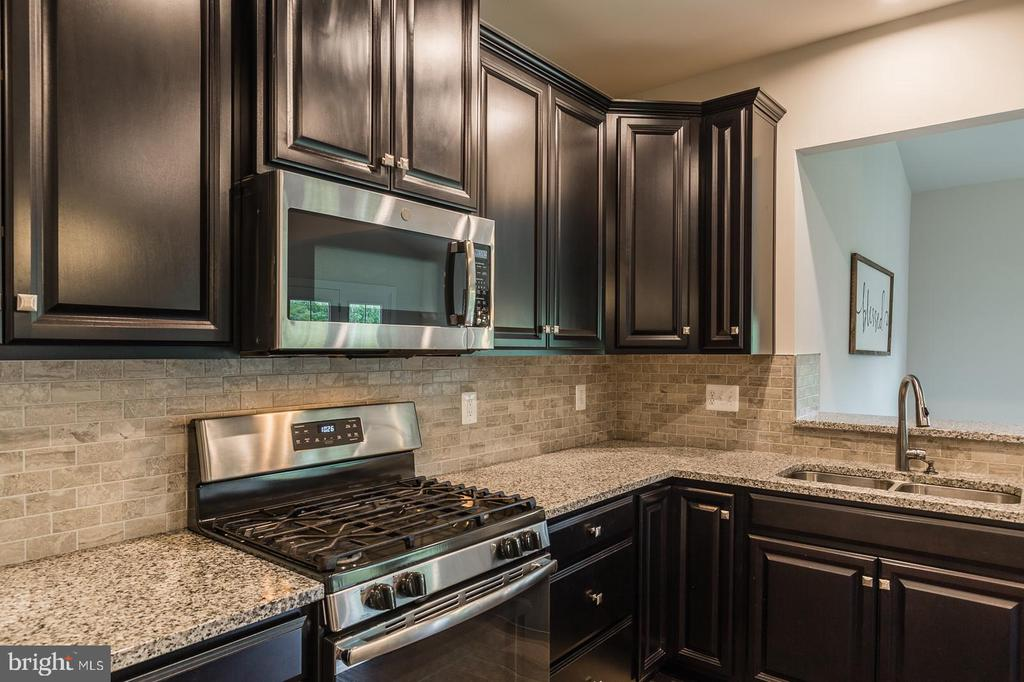 This kitchen is so rich looking - 2283 RIVER BIRCH RD, DUMFRIES