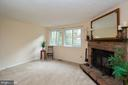 Open living room w/ treed view - 8461 SUGAR CREEK LN, SPRINGFIELD
