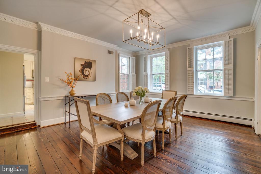 Generous, elegant dining room - 300 QUEEN ST, ALEXANDRIA