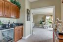 Master suite with coffee/wine bar - 19607 ABERLOUR LN, LEESBURG