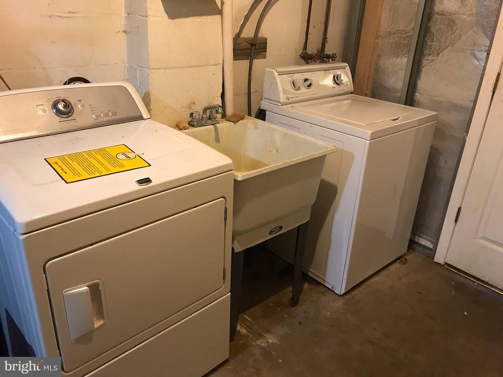 Basement Washer & Dryer - 37831 DEERBROOK LN, PURCELLVILLE