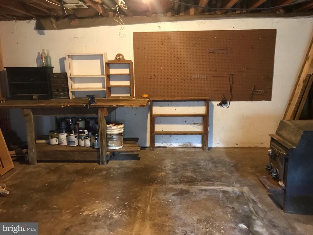 Basement Storage/Workshop - 37831 DEERBROOK LN, PURCELLVILLE