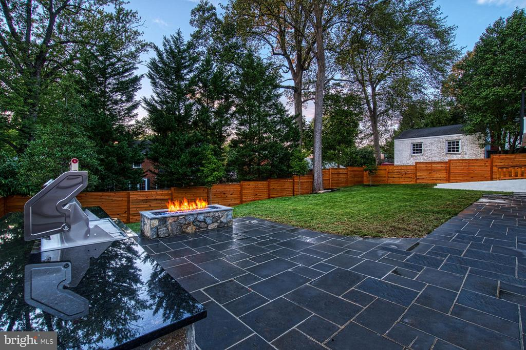 Amazing Space for Outdoor Entertaining - 4531 40TH ST N, ARLINGTON