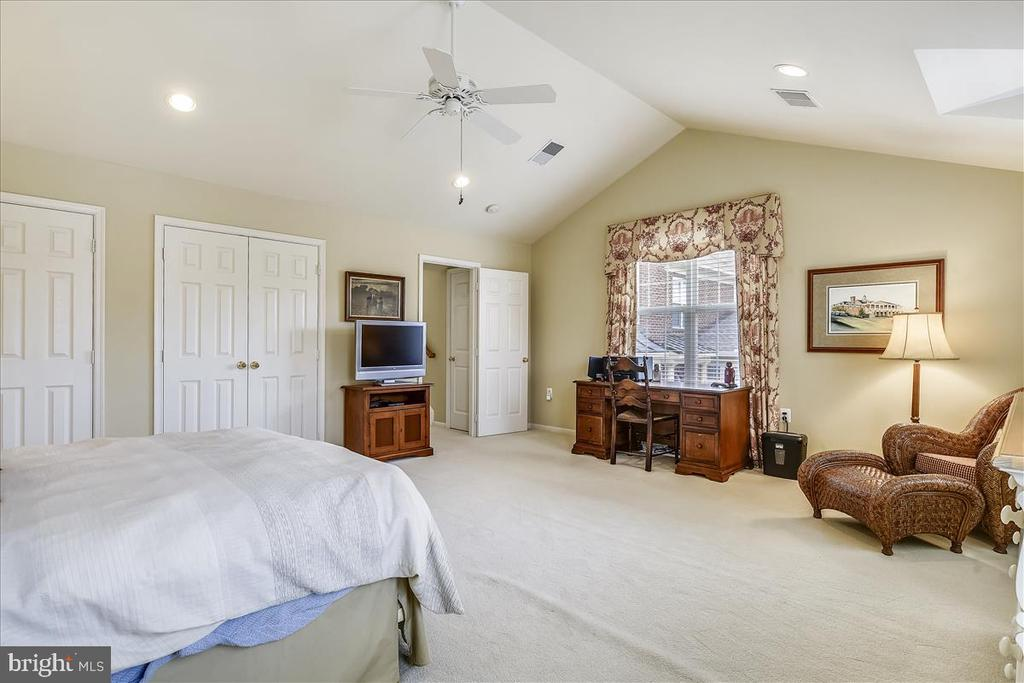 Bonus-sized Bedroom  with cathedral ceiling - 43433 WILD DUNES SQ, LEESBURG