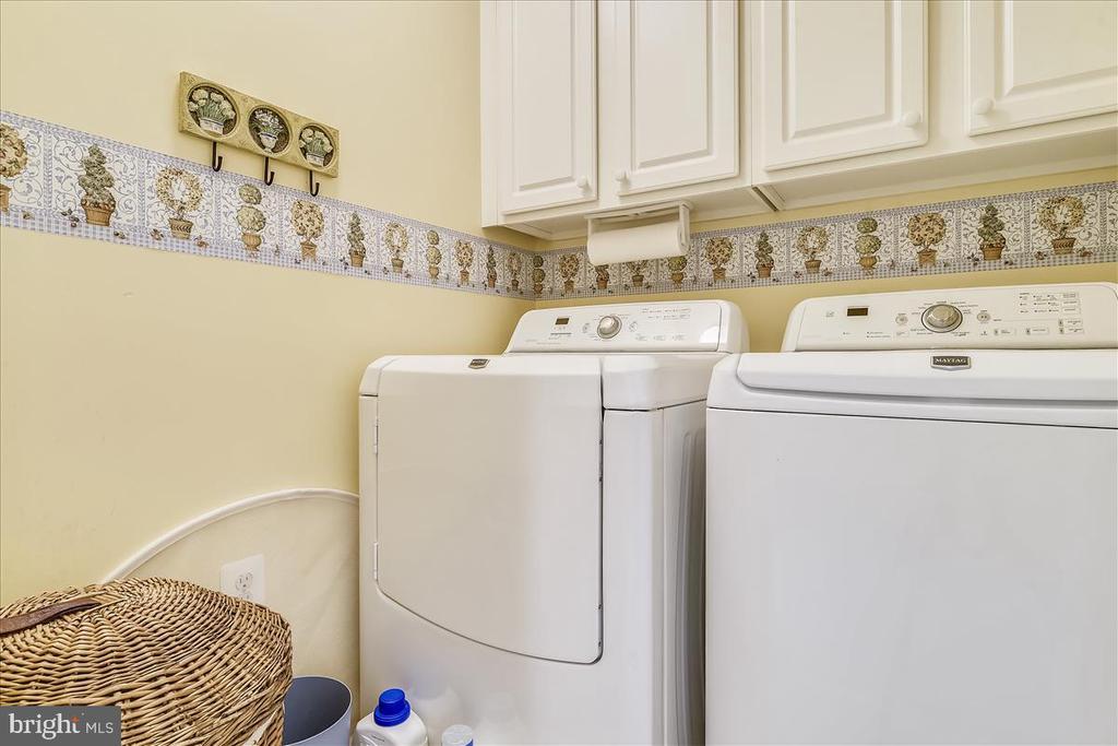 Upper Level washer & dryer - 43433 WILD DUNES SQ, LEESBURG