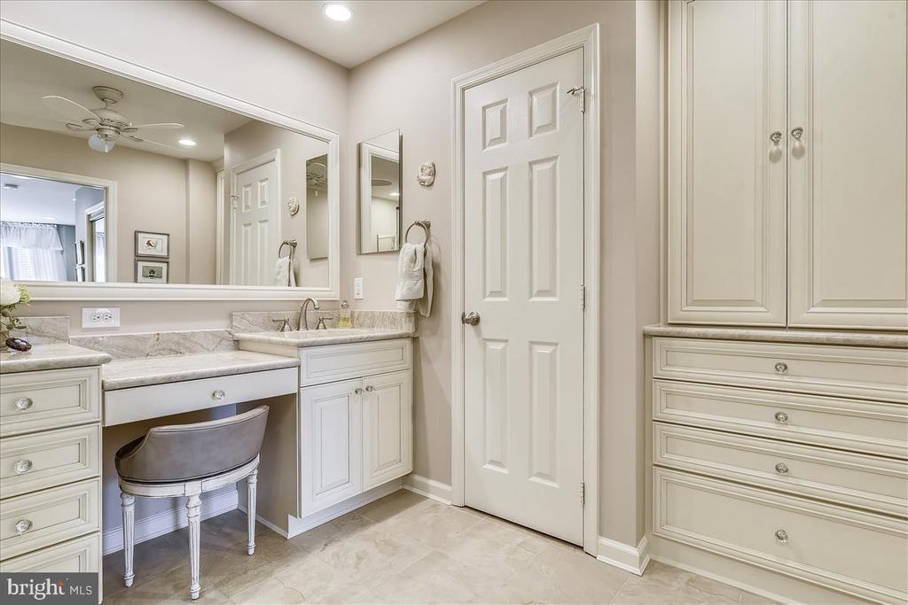 Master Bathroom with custom built-ins - 43433 WILD DUNES SQ, LEESBURG