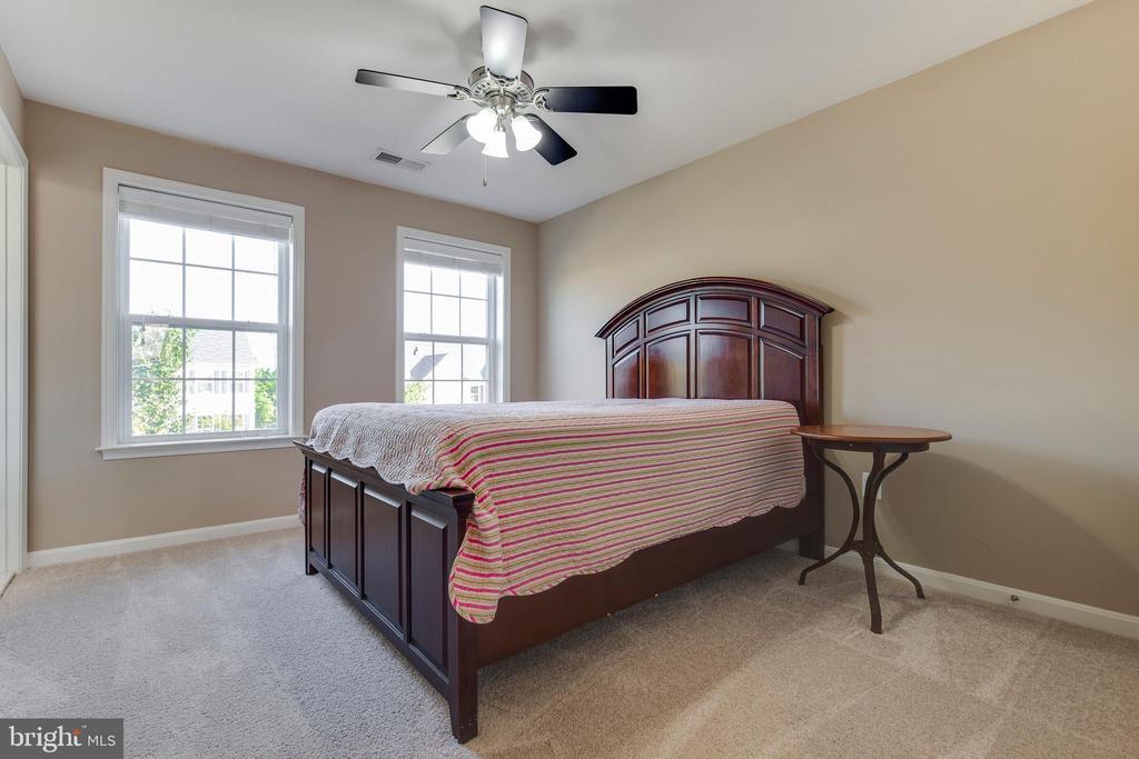 Bedroom 1 w/ En Suite - 16350 BOATSWAIN CIR, WOODBRIDGE