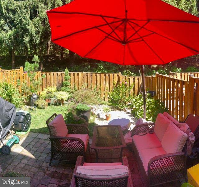 Relax in your backyard oasis - 4449 HOLLY AVE, FAIRFAX