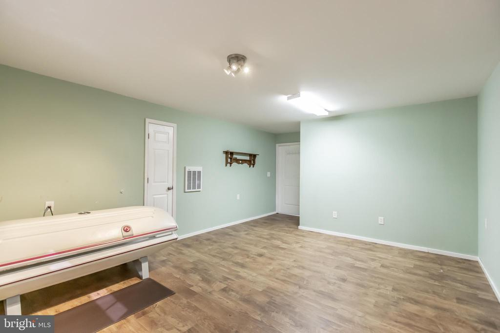 Room over detached garage - 1799 COURTHOUSE RD, STAFFORD