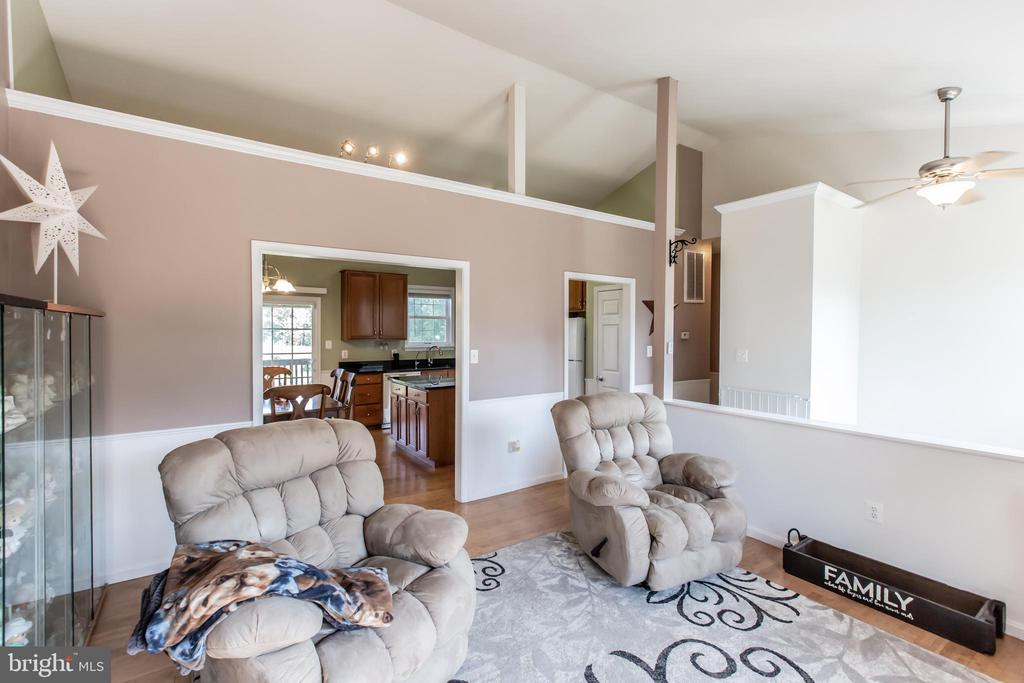 High ceiling with modernized features - 1799 COURTHOUSE RD, STAFFORD